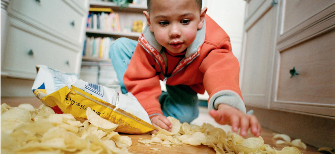 child with spilled chips